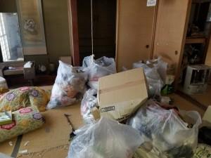 新潟市内にて解体前の空き家整理。